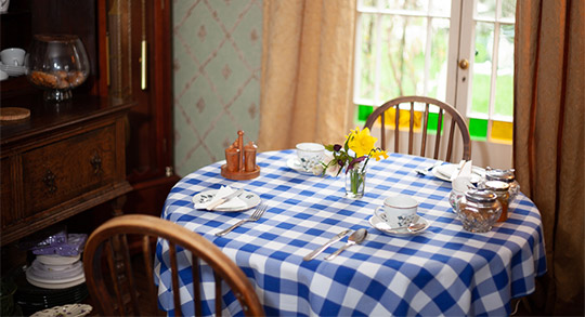 bed and breakfast in suffolk, dining room, the bridge street historic guest house offering cooked breakfast